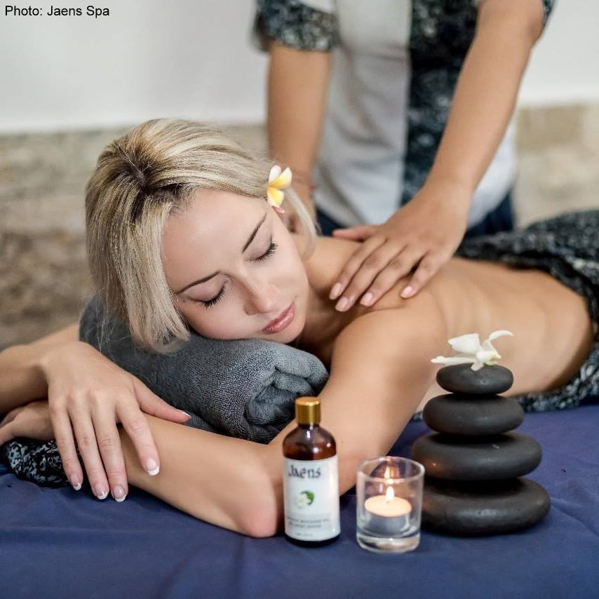 Hot stones therapy at Jaens Spa in downtown Ubud