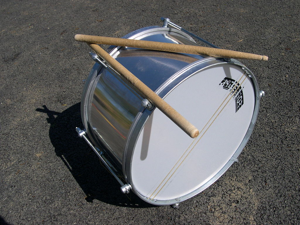 The caixa takes the place of a snare drum