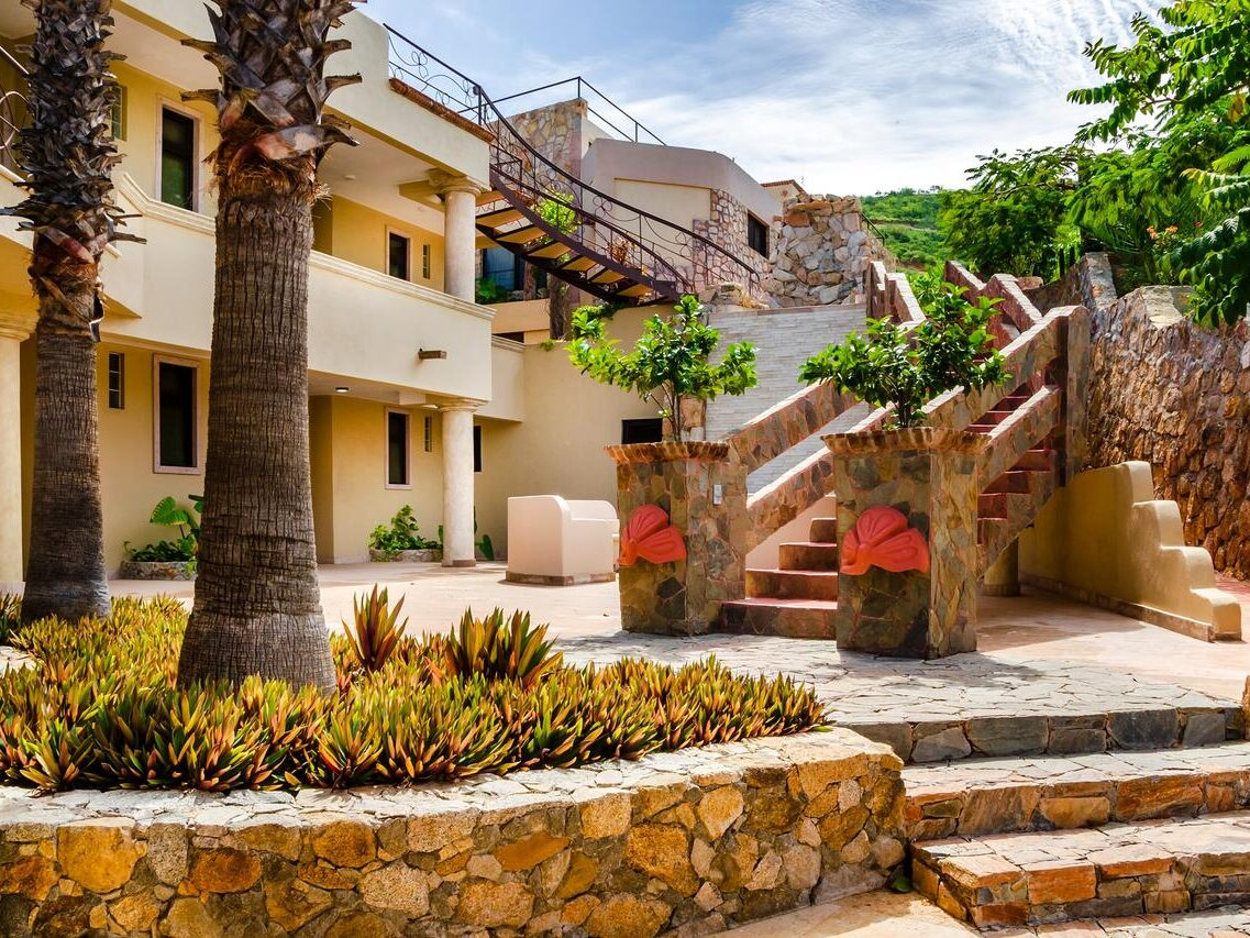 Where to stay in Cabo San Lucas on a mid range budget
