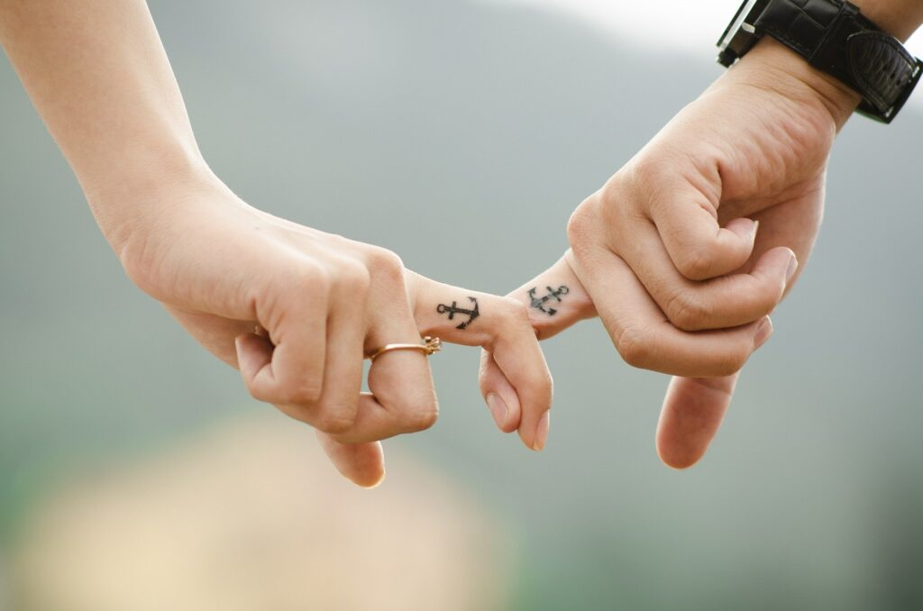 Little tattoos on couples fingers