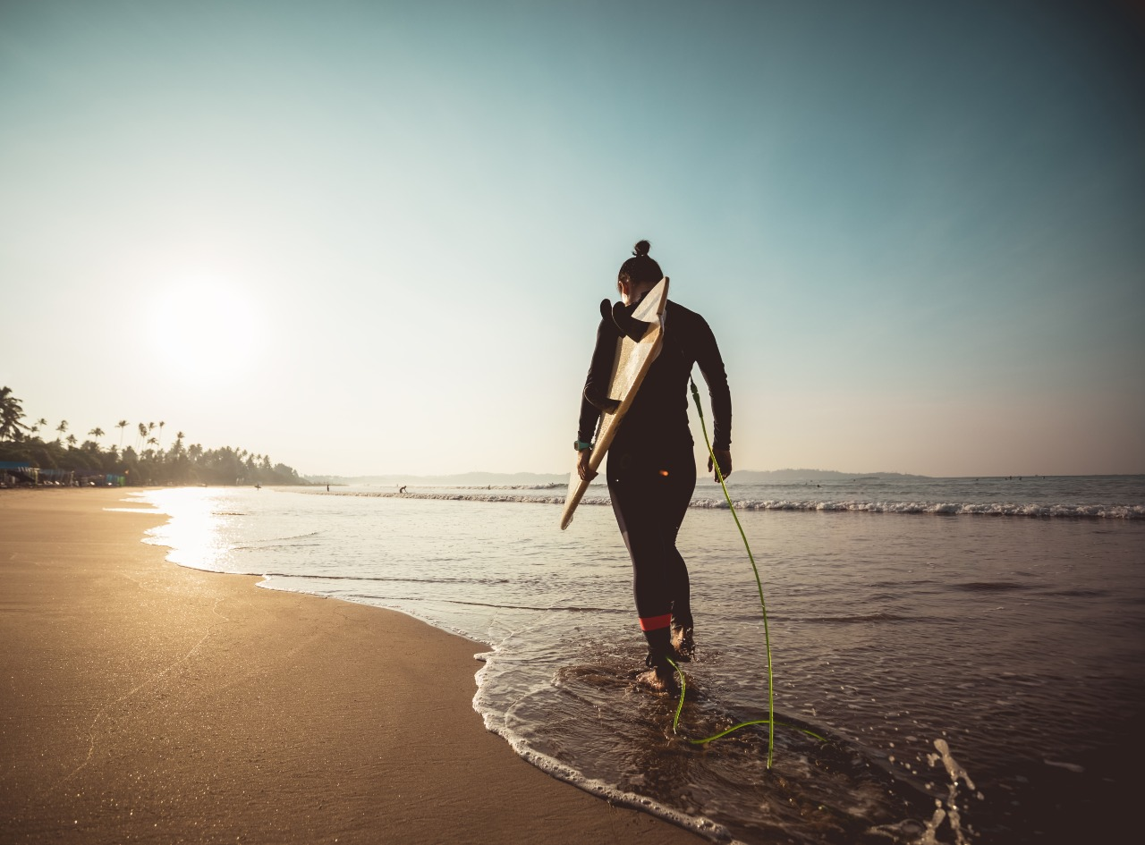 Woman ready to surf on beach